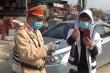 Video: Tài xế chống đối CSGT, livestream trên mạng bị phạt hơn 40 triệu đồng
