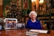 Tranh cãi khi ảnh con trai và vợ chồng cháu trai 'biến mất' trên bàn làm việc của Nữ hoàng Anh