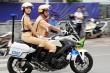 Những 'bóng hồng' CSGT dẫn đoàn phục vụ 2 Đại hội Đảng bộ ở Hà Nội