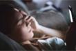 Dùng điện thoại di động trước khi ngủ - 'sát thủ' tàn phá sức khỏe