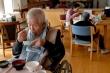 Gánh nặng tiền bạc khiến nhiều người Nhật bỏ rơi cha mẹ già