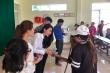 Video: Vợ chồng Thuỷ Tiên - Công Vinh tận tay trao 550 triệu đồng cho bà con vùng lũ