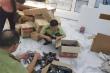 Thu giữ hàng ngàn đồ nhái, giả ở chợ Bến Thành và Sài Gòn Square