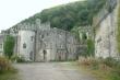 Tòa lâu đài cổ 200 tuổi bị bỏ hoang