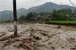 Lũ ống ập về Lào Cai lúc rạng sáng, 3 người chết và mất tích