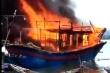 Tàu cá cháy ngùn ngụt sau tiếng nổ lớn, 8 người thương vong ở Thanh Hóa