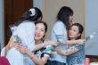 Học sinh lớp 12 khóc nức nở trong lễ tri ân bố mẹ, thầy cô