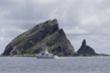 Tàu Trung Quốc trang bị vũ khí nghi là pháo tiếp cận quần đảo Senkaku