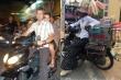 Sao ngoại 'nhập gia tùy tục' ở Việt Nam: Lái xe máy, đội nón lá đi chợ nổi