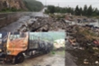 Cháy xe chở hàng, dân 'hôi của', tài xế bật khóc: 'Chiếm đoạt mà không trả, sẽ xử lý nghiêm'