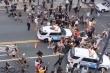 Xe cảnh sát New York lao thẳng đám đông biểu tình