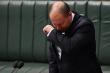 Ho khi đang họp Quốc hội, Bộ trưởng Ngân khố Australia phải tự cách ly