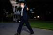 Giới tình báo đang 'săn tin' sức khỏe của Trump?