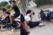 'Học đòi' đi xe khủng, cô gái ngã đau điếng