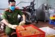 Cận cảnh 2 tấn nầm lợn, kê gà đông lạnh không rõ nguồn gốc ở Hà Nội