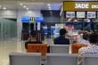 Bức xúc việc ghế ưu tiên 'bị chiếm' ở sân bay, cô gái khơi mào tranh cãi