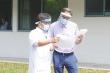 Bệnh nhân mắc Covid-19 thứ 49 xuất viện, chờ vợ khỏi bệnh cùng về nước