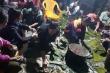 Dân nghèo vùng lũ Hà Tĩnh trắng đêm gói bánh ủng hộ người Nghệ An chống lũ