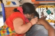 Bức ảnh vợ hồi sức cho chồng mắc COVID-19 đang hấp hối chấn động Ấn Độ