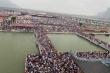 Ảnh: 'Biển người' chen chân đi lễ chùa Tam Chúc