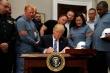 Ông Trump lại dọa đánh thuế nặng công ty Mỹ không đưa việc làm về nước