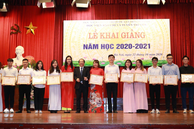Học viện Báo chí và Tuyên truyền đón 2.000 tân sinh viên - 2