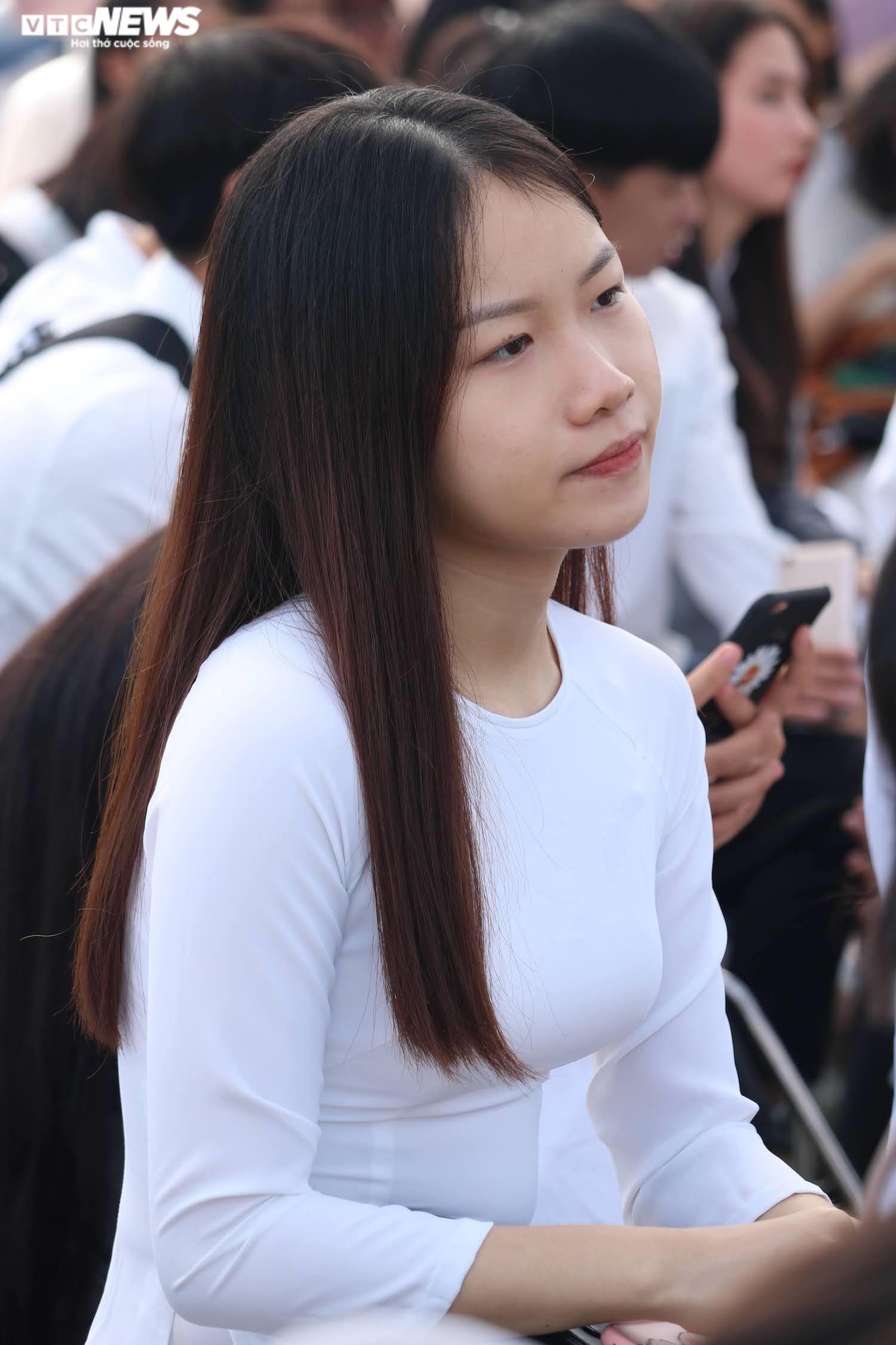 Hút hồn vẻ đẹp nữ sinh Đại học Sư phạm Hà Nội trong tà áo dài ngày khai giảng - 9