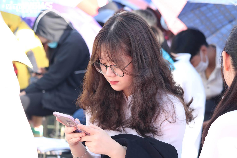 Hút hồn vẻ đẹp nữ sinh Đại học Sư phạm Hà Nội trong tà áo dài ngày khai giảng - 7