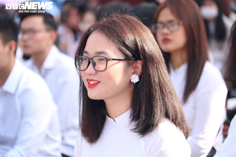 Hút hồn vẻ đẹp nữ sinh Đại học Sư phạm Hà Nội trong tà áo dài ngày khai giảng - 1