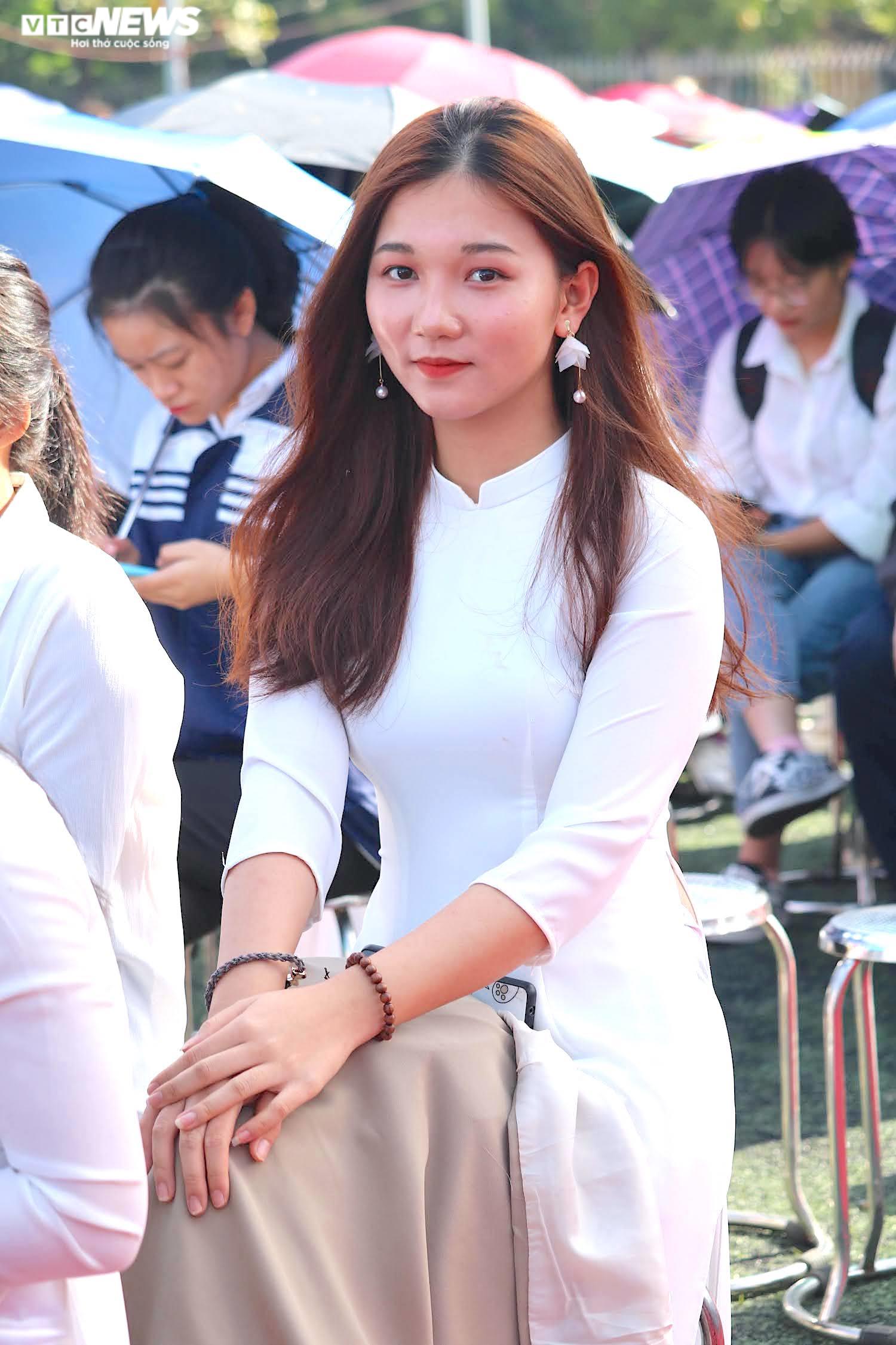 Hút hồn vẻ đẹp nữ sinh Đại học Sư phạm Hà Nội trong tà áo dài ngày khai giảng - 3