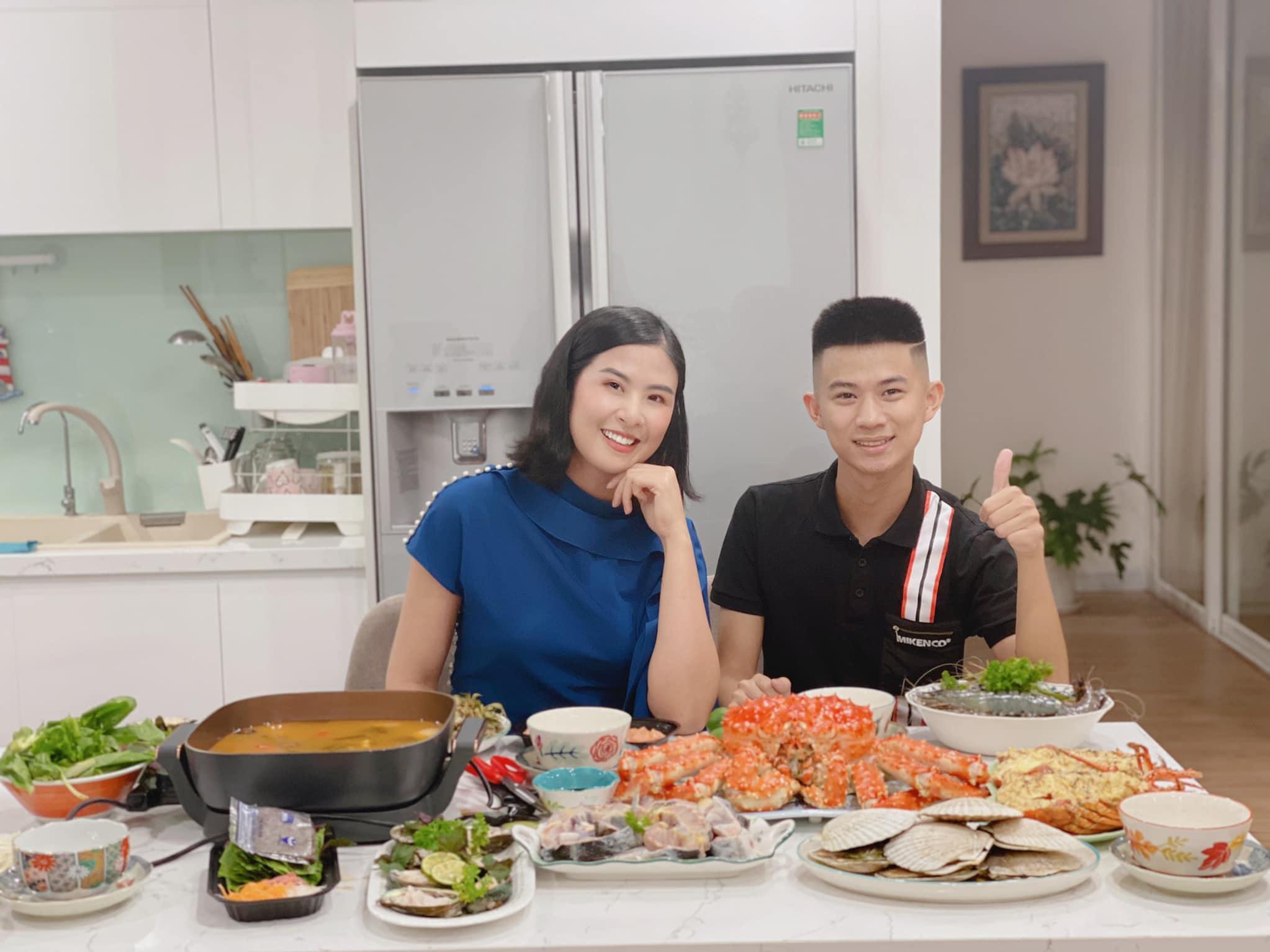 Chủ cửa hàng Nguyễn Văn Hiếu tiết lộ bí quyết chọn hải sản chất lượng