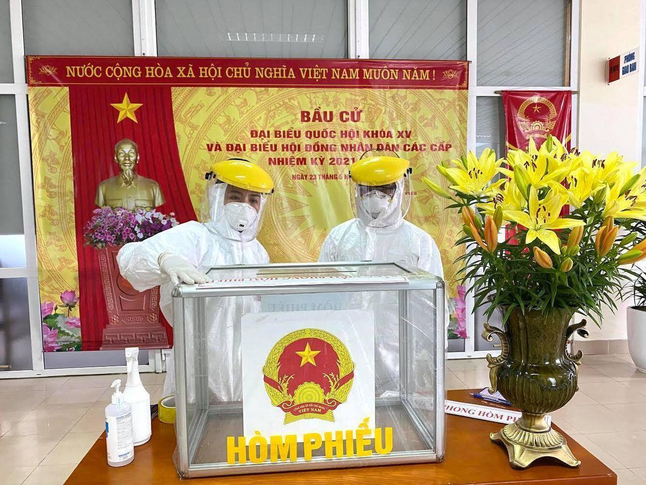 Gần 3.000 cử tri tham gia bỏ phiếu tại hai tâm dịch đặc biệt ở Hà Nội - 6